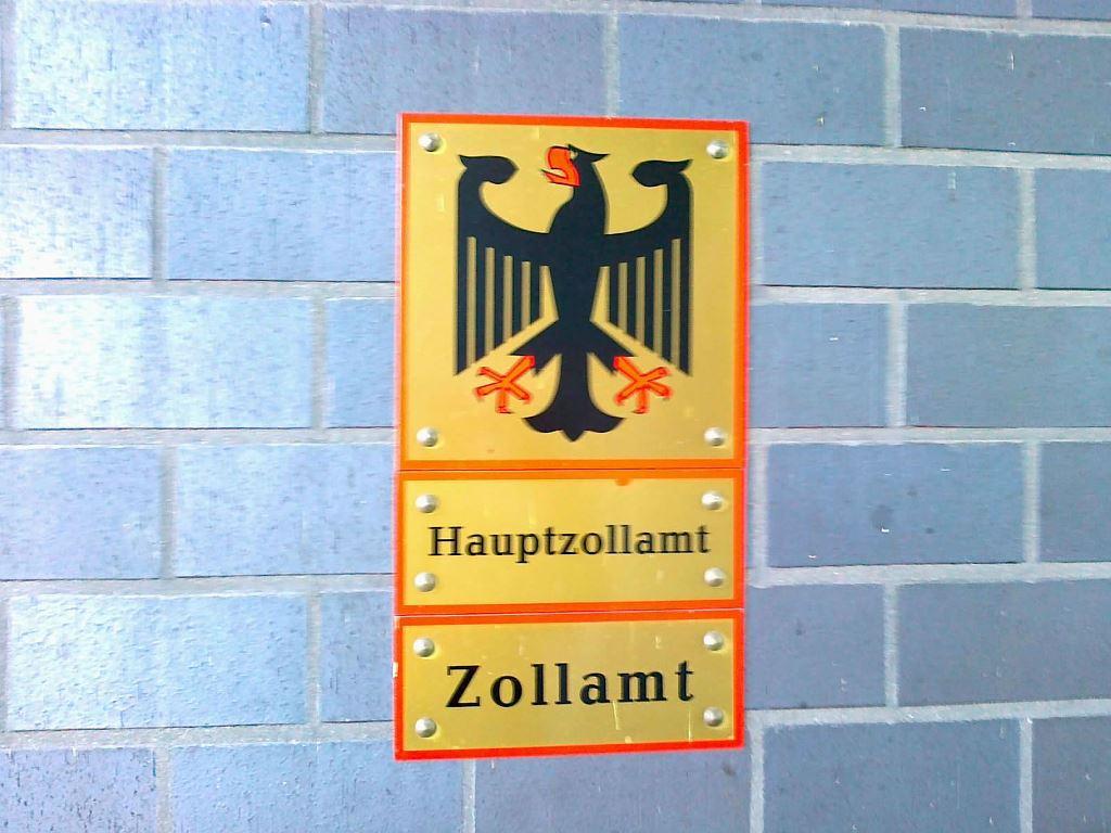 Schild Hauptzollamt Zollamt mit deutschem Bundesadler